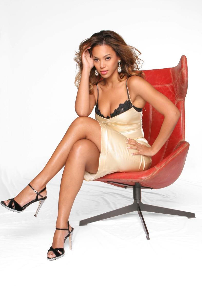 beyonce-lovintheladiesnet-goldblackslip-dress-legs-high-heels (3 ...